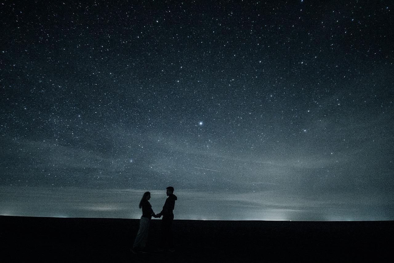 couple-1375125_1280