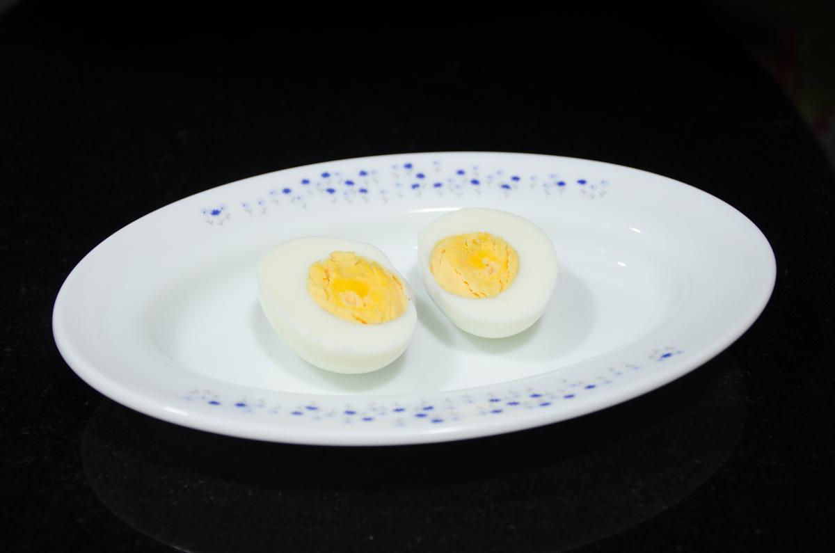 egg-in-black-1