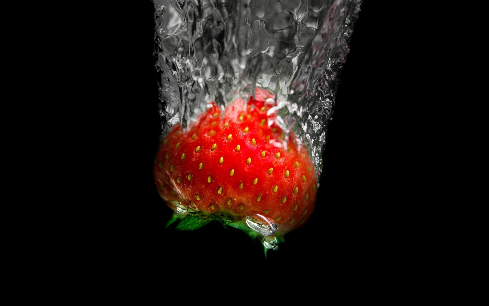 Fruity water splash photography
