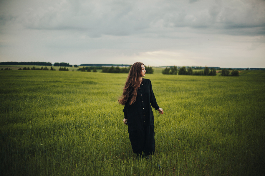 girl with dress on a field