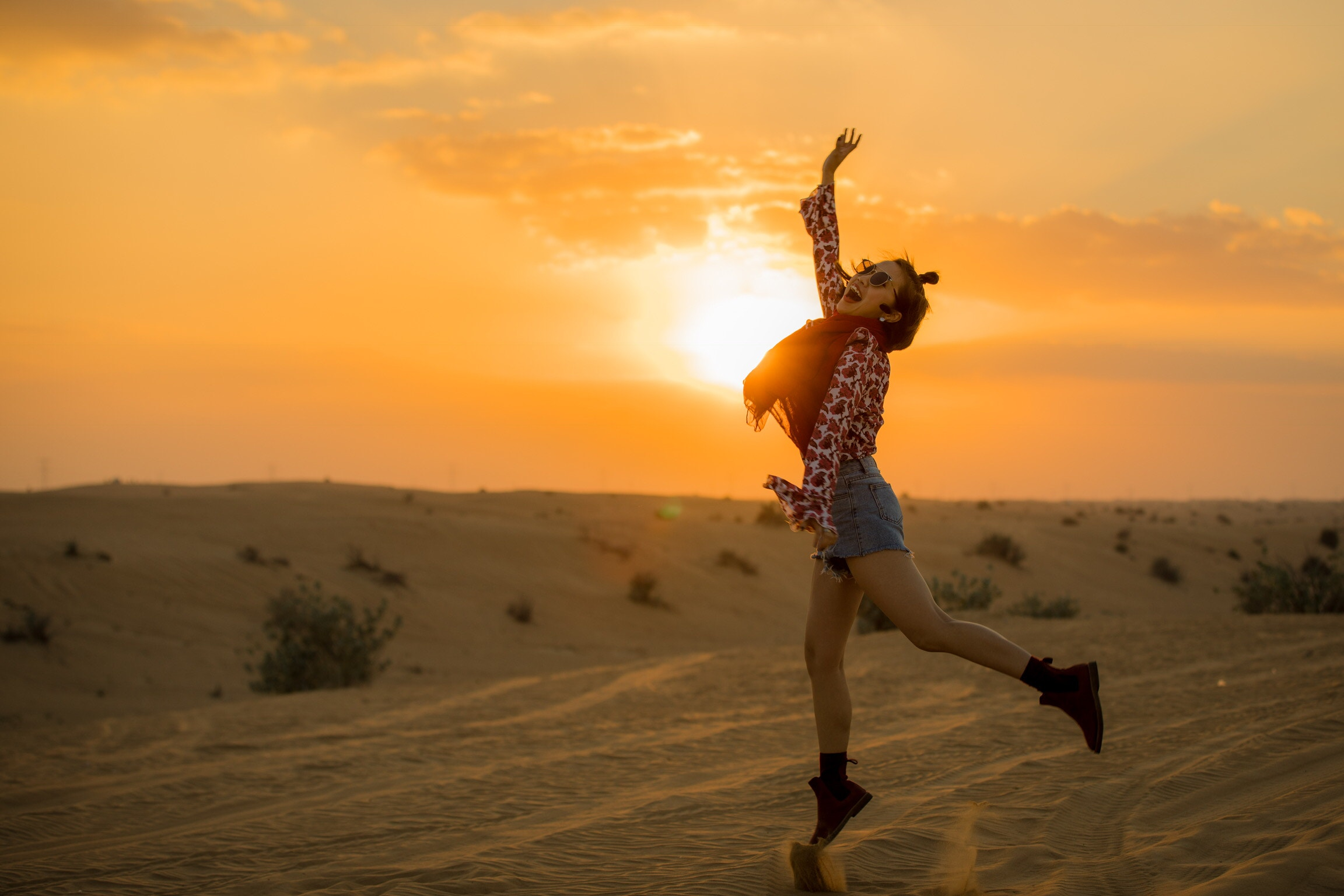 girl-jumping-happy-photography-sunset