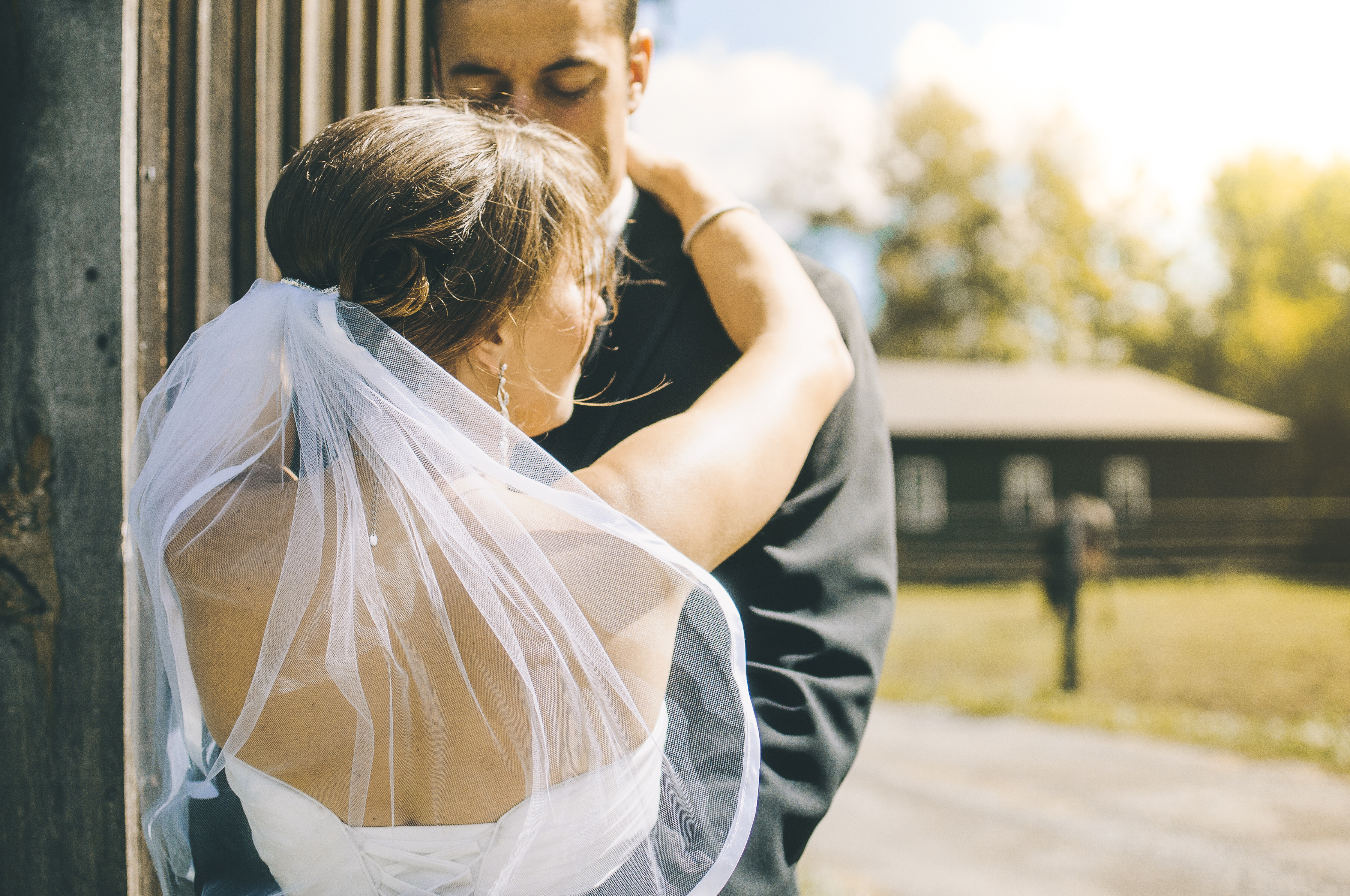 https://sleeklens.com/wp-content/uploads/2018/09/wedding-lightroom-presets-signature-bride-groom-after-1.jpg