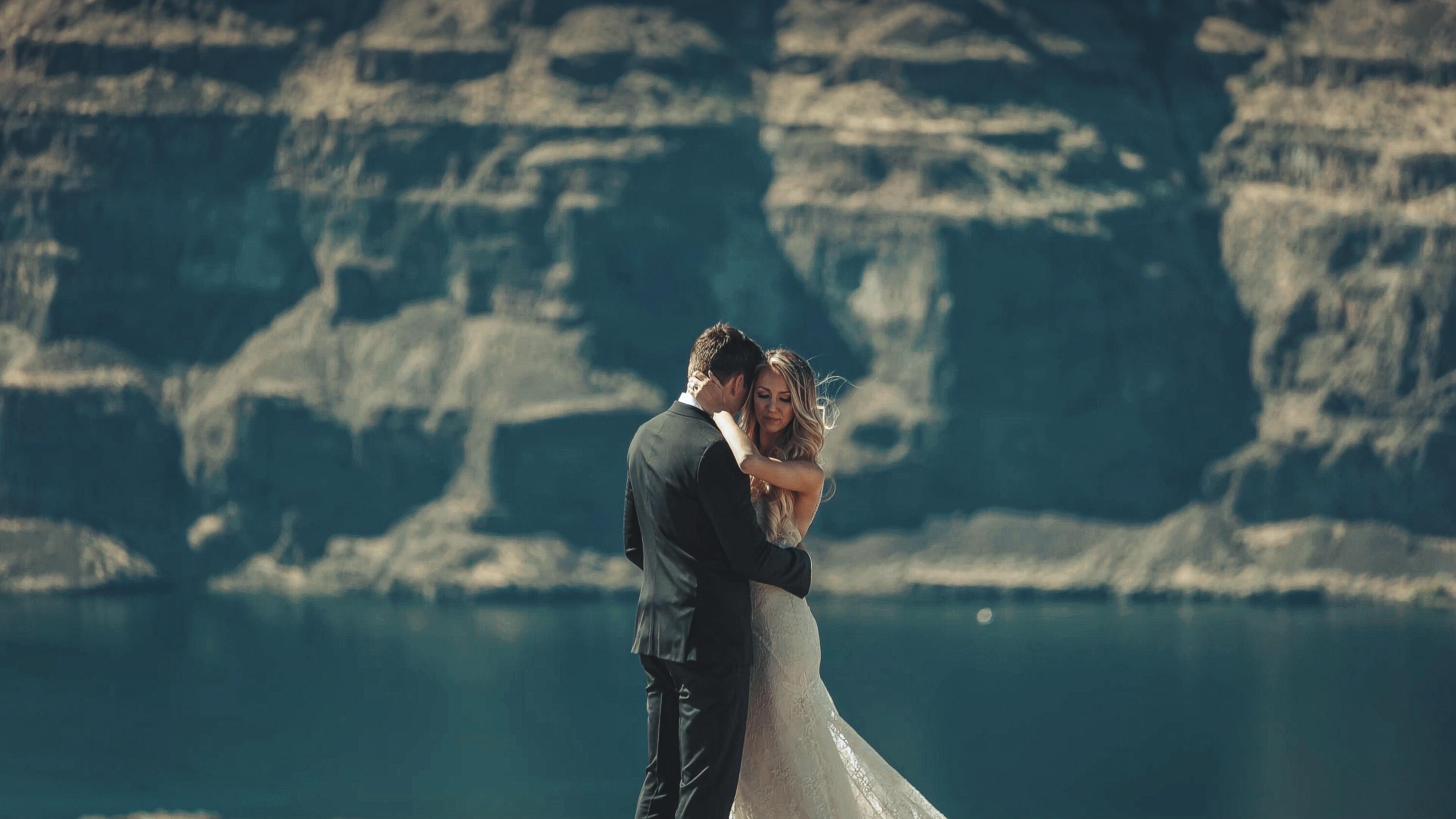 https://sleeklens.com/wp-content/uploads/2018/09/wedding-lightroom-presets-signature-bride-groom-after-12.jpg