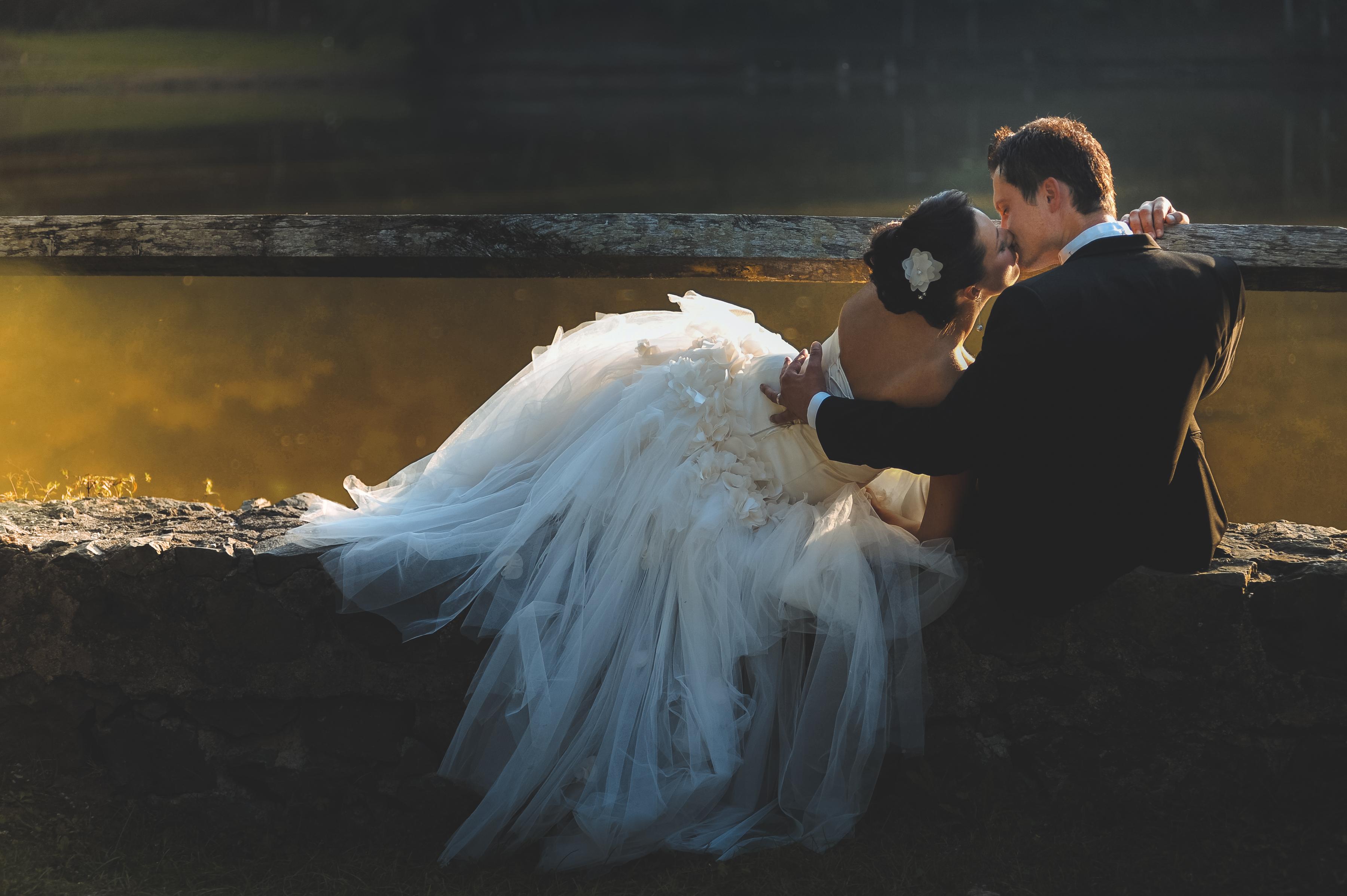https://sleeklens.com/wp-content/uploads/2018/09/wedding-lightroom-presets-signature-bride-groom-after-3.jpg