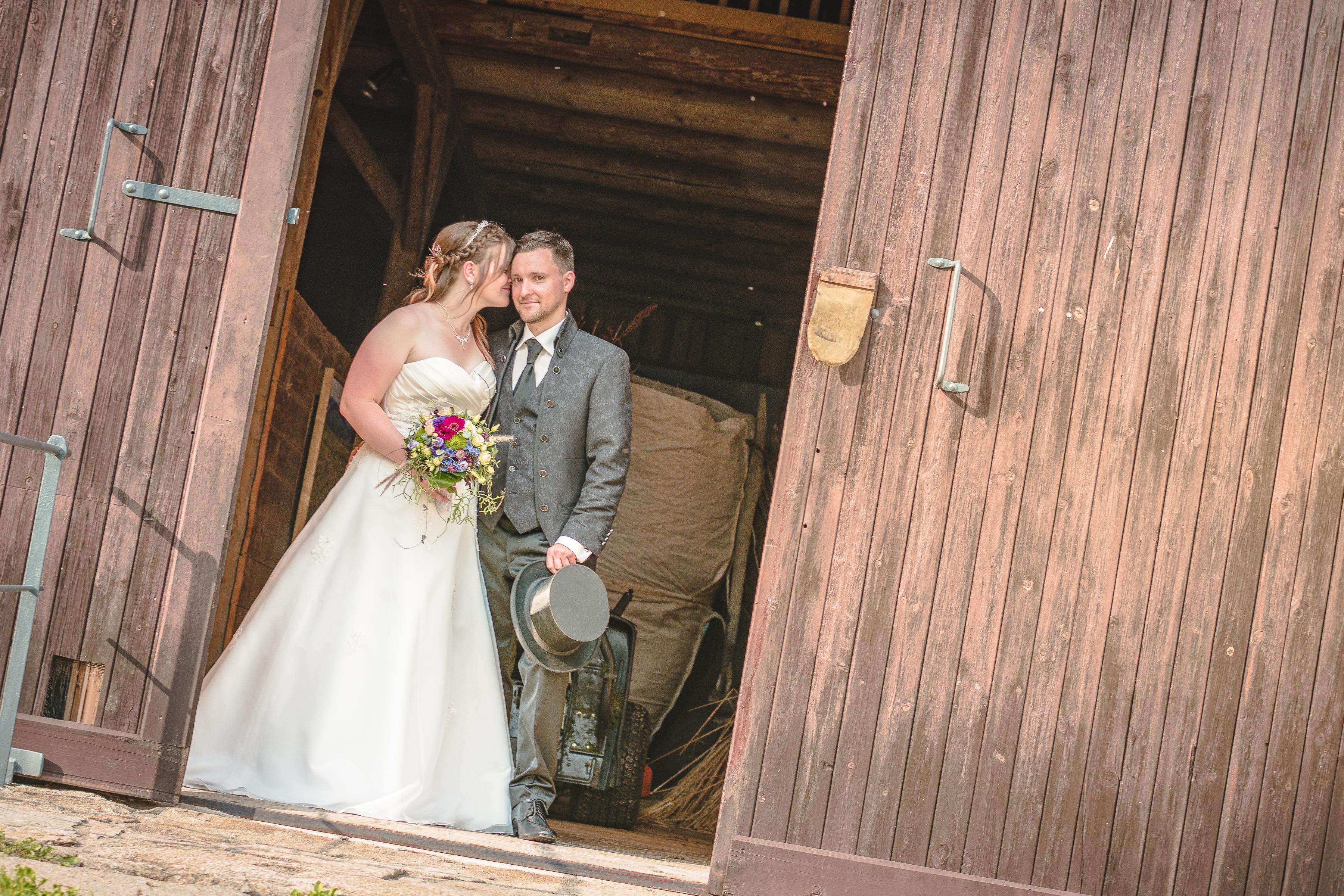 https://sleeklens.com/wp-content/uploads/2018/09/wedding-lightroom-presets-signature-bride-groom-after-6.jpg