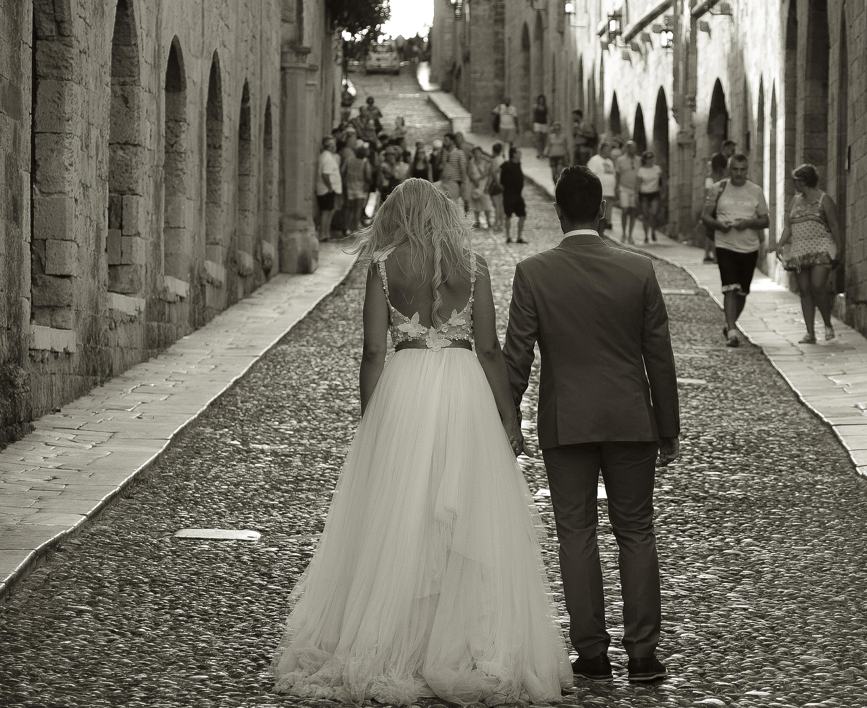 https://sleeklens.com/wp-content/uploads/2018/09/wedding-lightroom-presets-signature-bride-groom-after-7.jpg