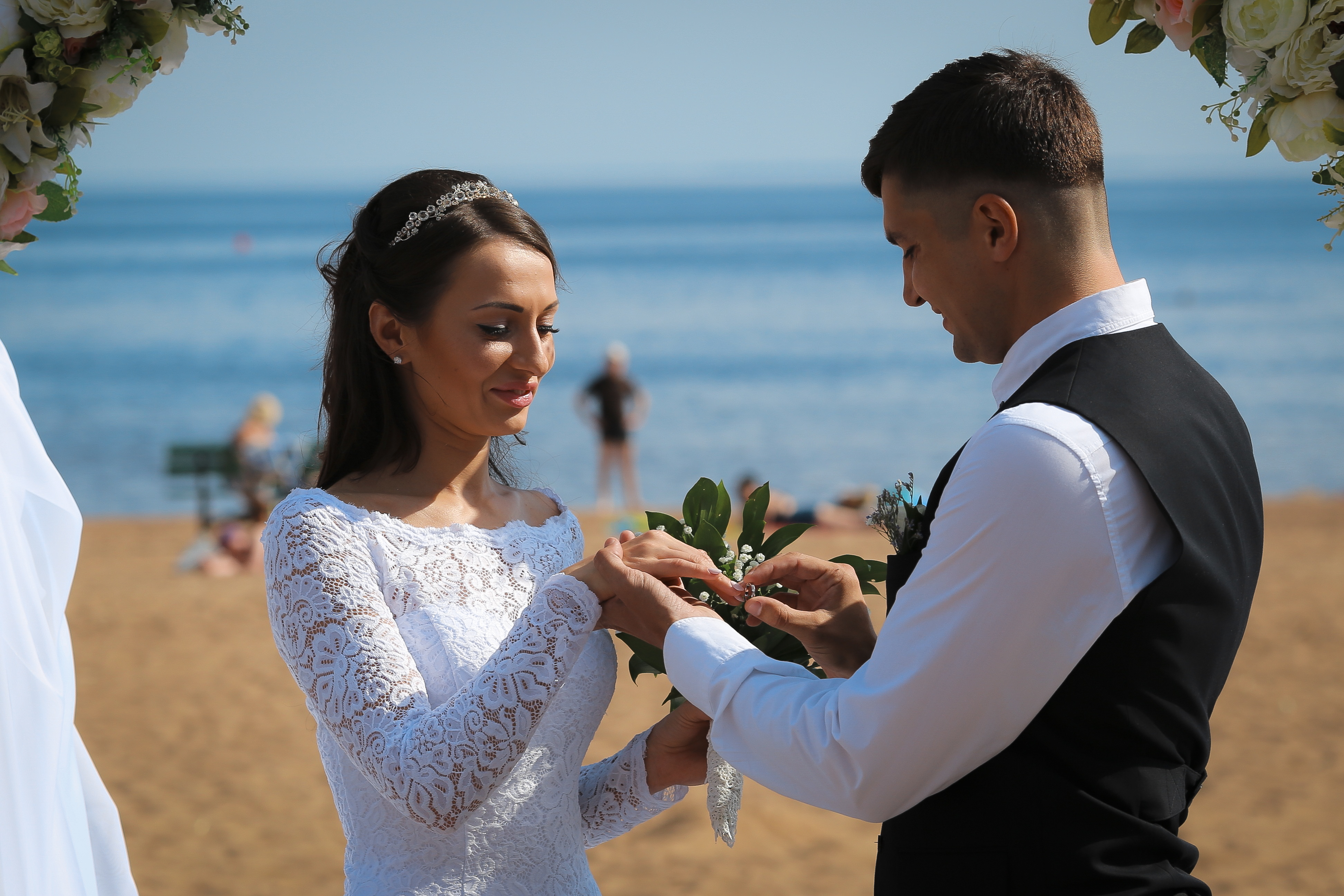 https://sleeklens.com/wp-content/uploads/2018/09/wedding-lightroom-presets-signature-bride-groom-after-9.jpg