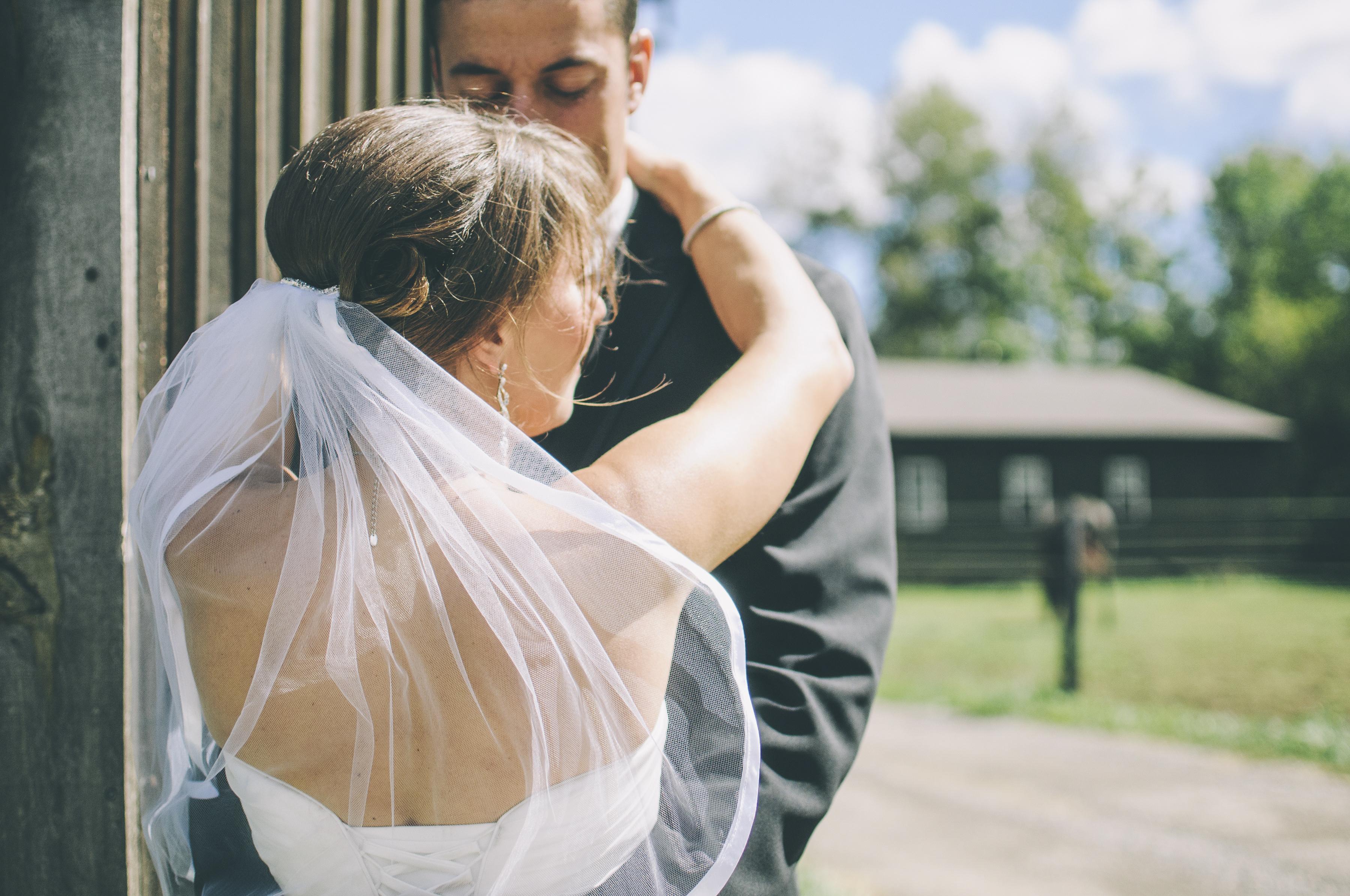 https://sleeklens.com/wp-content/uploads/2018/09/wedding-lightroom-presets-signature-bride-groom-before-1.jpg