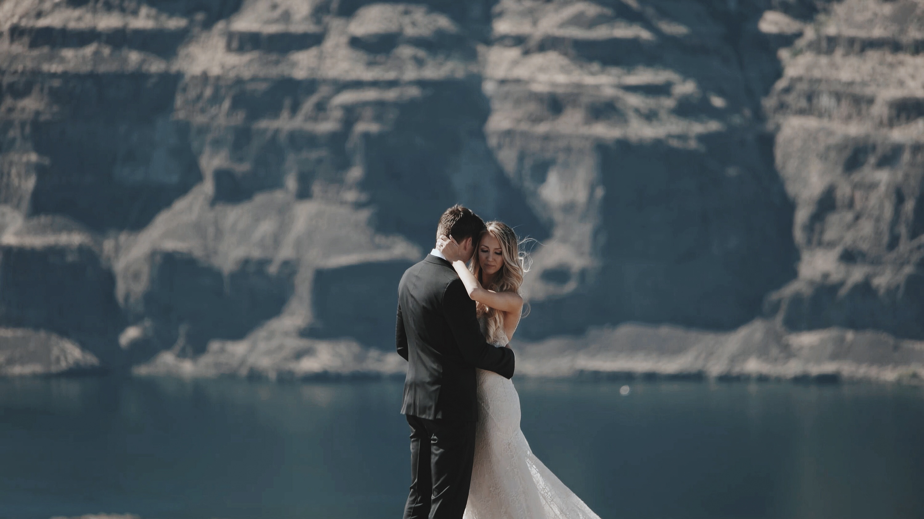 https://sleeklens.com/wp-content/uploads/2018/09/wedding-lightroom-presets-signature-bride-groom-before-12.jpg