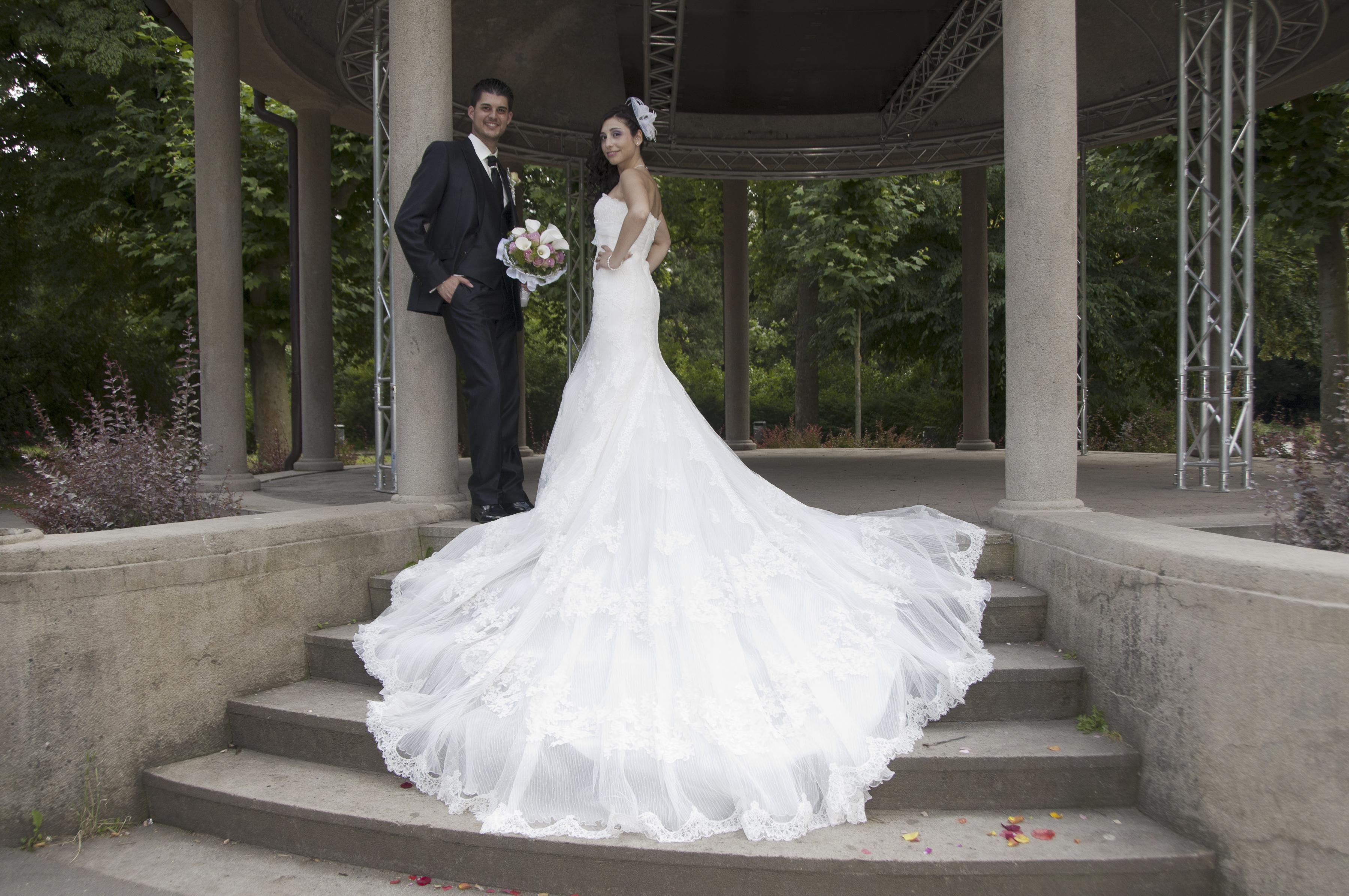 https://sleeklens.com/wp-content/uploads/2018/09/wedding-lightroom-presets-signature-bride-groom-before-4.jpg