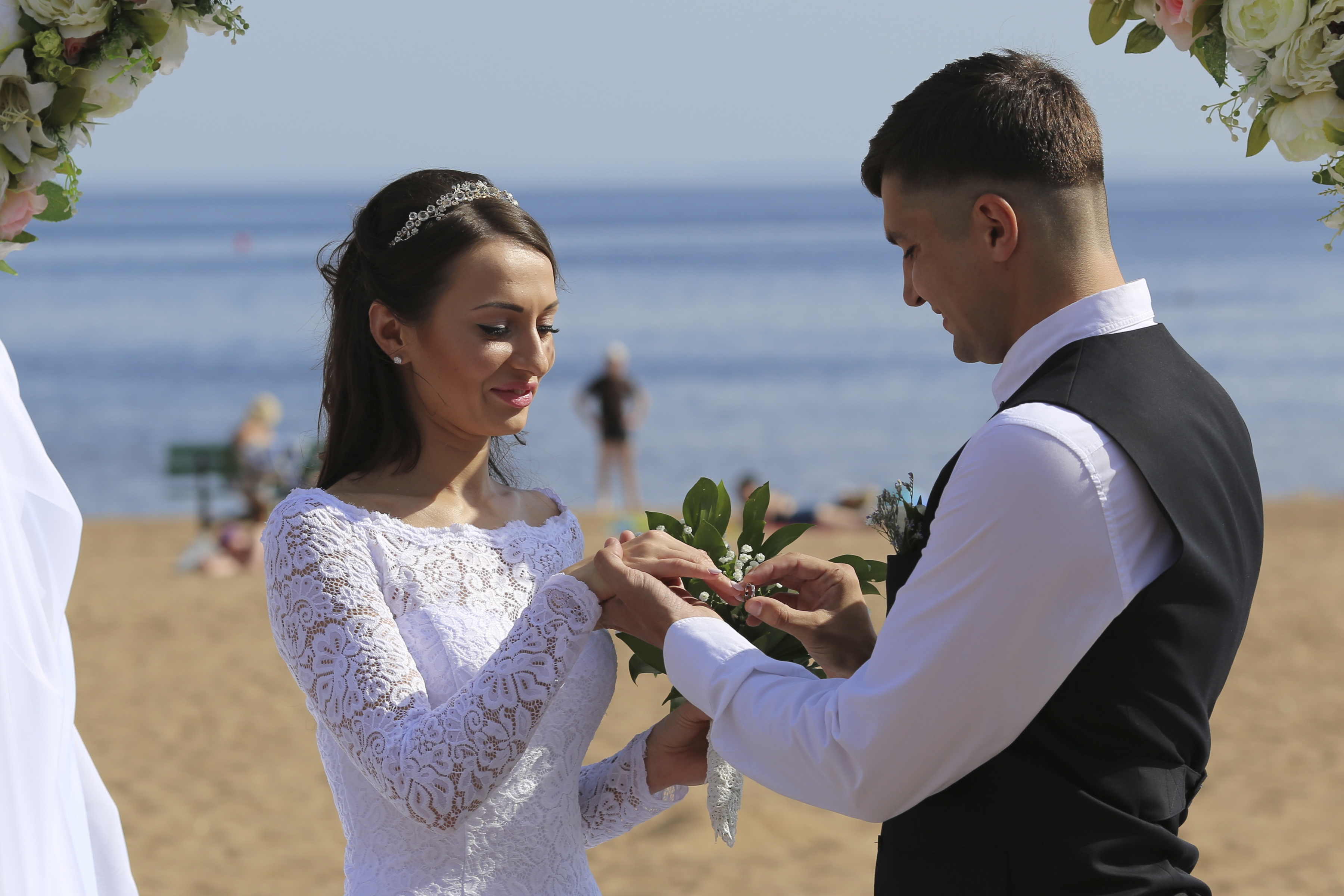https://sleeklens.com/wp-content/uploads/2018/09/wedding-lightroom-presets-signature-bride-groom-before-9.jpg