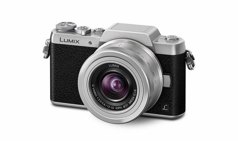 Panasonic Lumix DMC-GF7 Review: Between Mirrorless and Compact