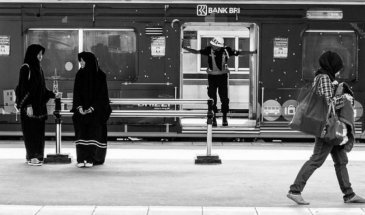 A Walk with @Instastreetid – Street Photographers Community