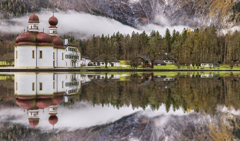 How to Create an Amazing Reflected Scene in Photoshop