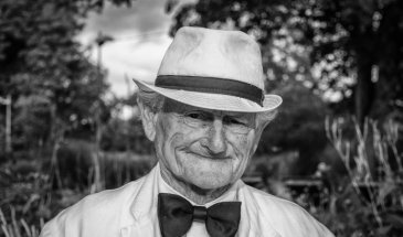 Black and White Lighting – How to Light a Black and White Portrait