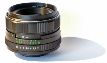 Helios 44M-4 Lens Review: A Russian Beauty