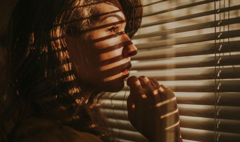 30-Minute Indoor Portrait Photo Shoot Ideas: A Photographer's Guide